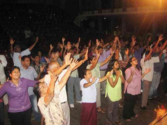 people-worship-jesus_6